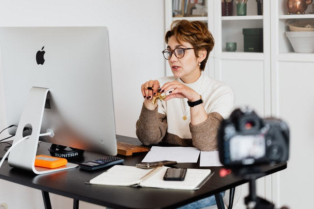 Psychische klachten in het buitenland? Kies voor een online expat psycholoog!